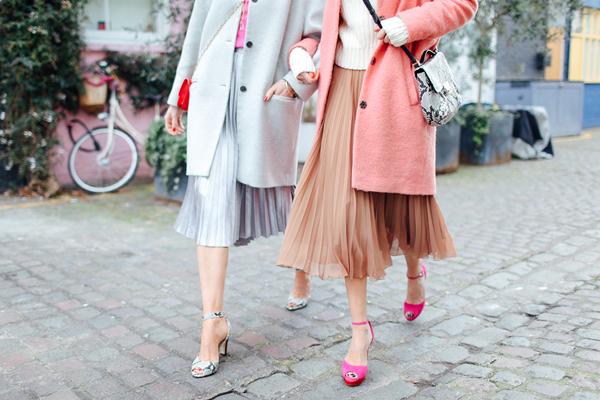Pleated skirts and pantones19