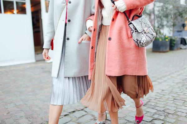 Pleated skirts and pantones9